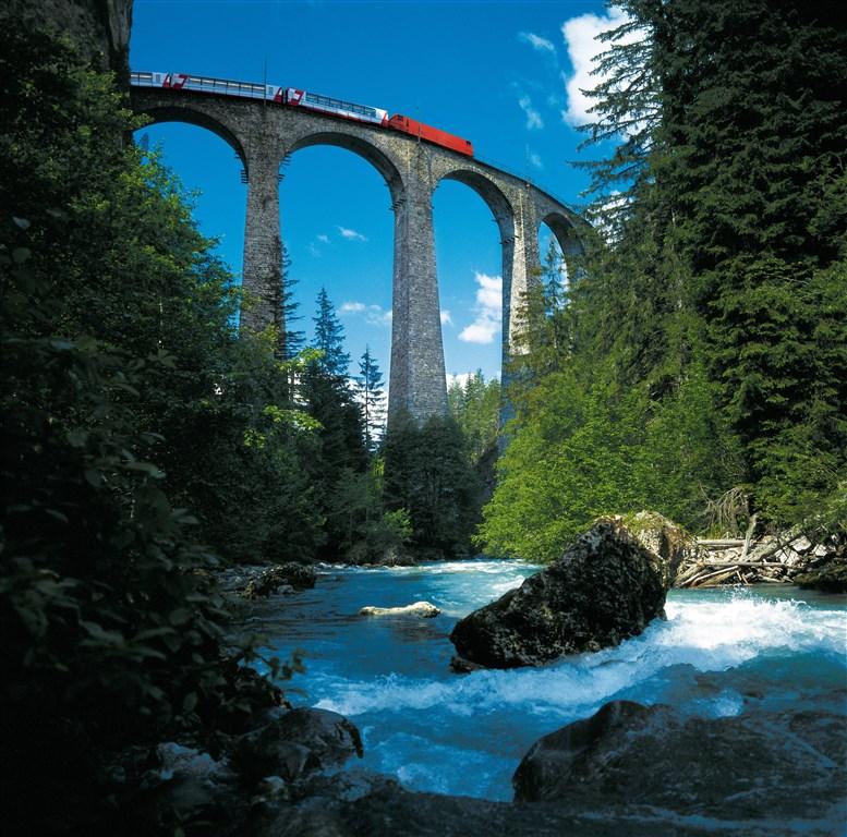 Alpské průsmyky a Matterhorn -  -
