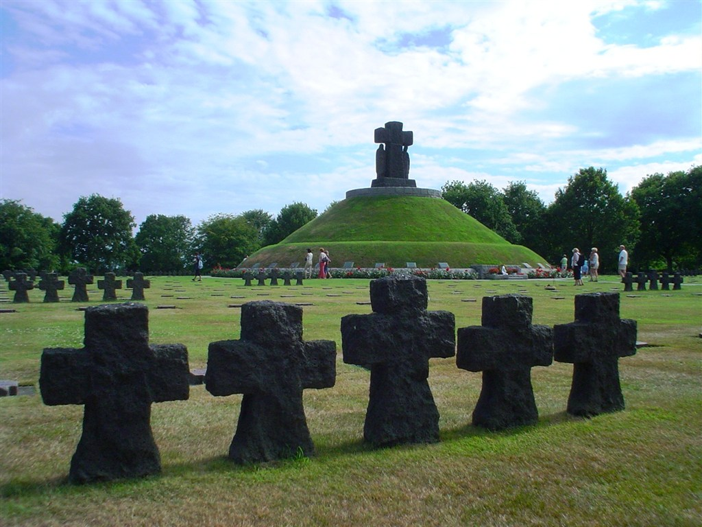 Válečná Normandie -  na západní frontě klid - Francie