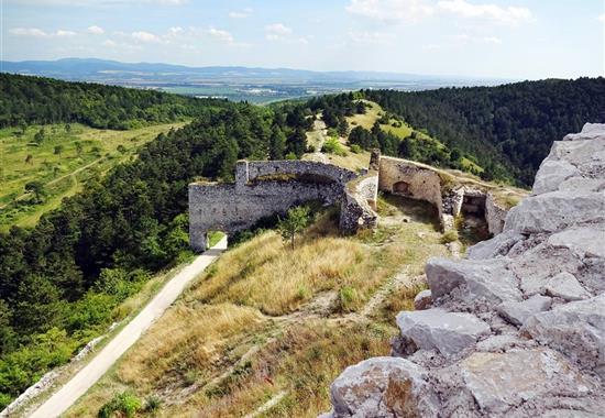 Čachtický hrad, Trenčín a Haluzická tiesňava - Slovensko